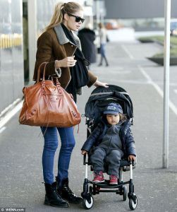 Victoria Secret Angel Doutzen Kroes was spotted at the airport with her son Phyllon. She was carrying Balenciaga bag. Photo from http://fabfashionfix.com.