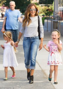 Sarah Jessica Parker dons a faded pair of jeans with a grey sweater, and black leather booties as she takes twin daughters to school, photo from: http://www.dailymail.co.uk