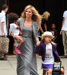 NEW YORK, NY - JULY 25: Heidi Klum with daughters Lou and Leni are seen on the streets of Manhattan on July 25, 2011 in New York City. (Photo by James Devaney/WireImage)